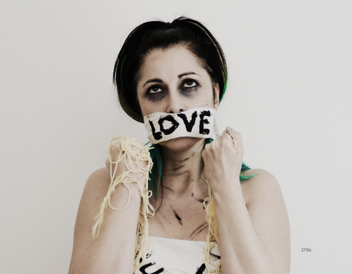 Silversnake Michelle Daniele Marchetti photoshooting bulimic spaghetti hate food missing love