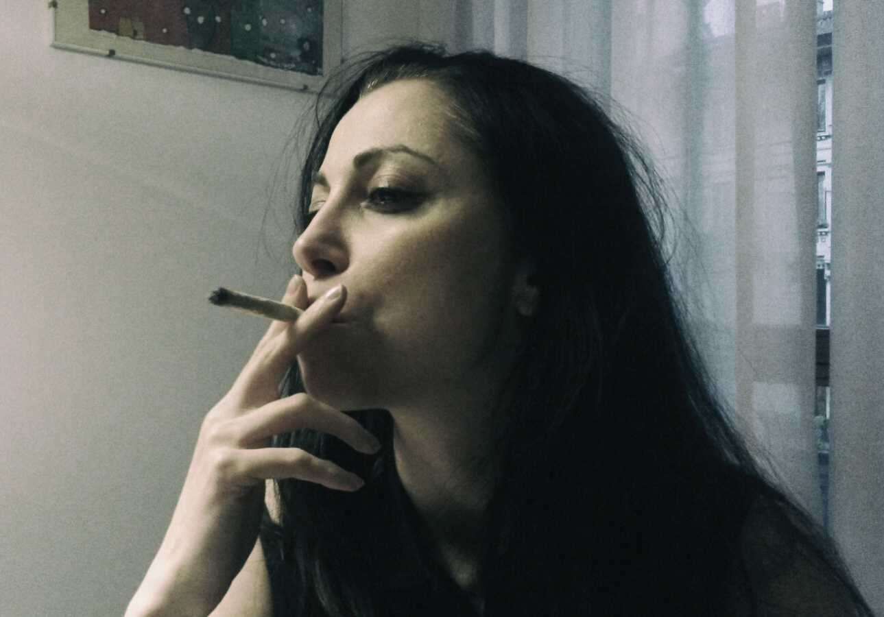 Silversnake Michelle Smoking cannabis